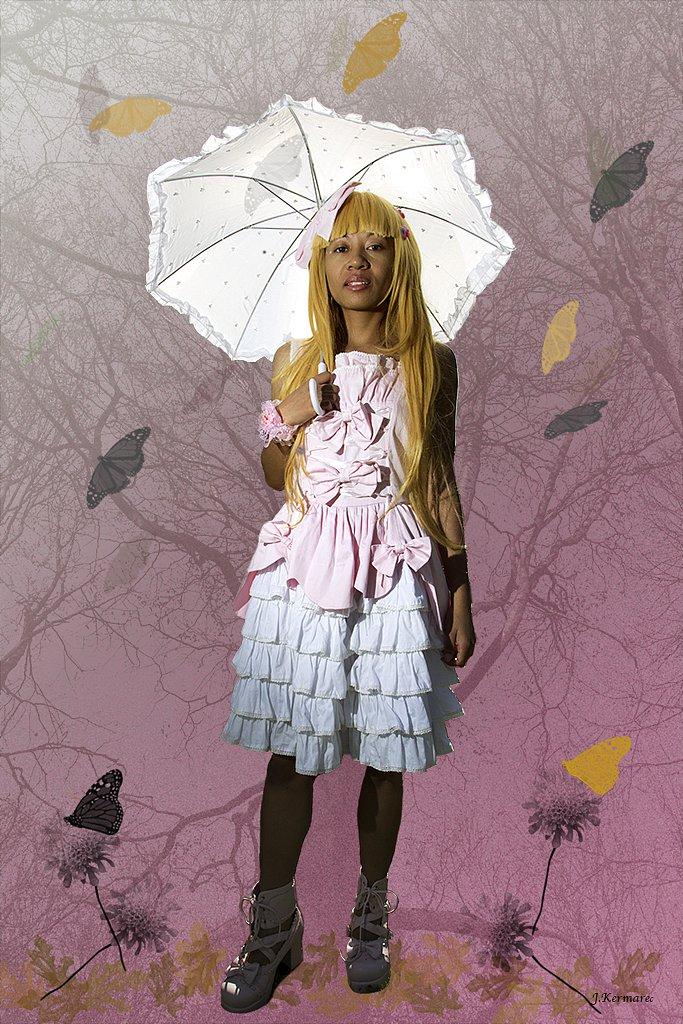 Tina sous son ombrelle