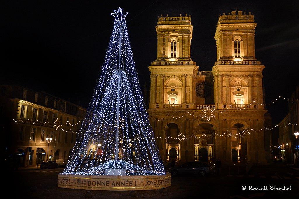 Saint Marie et son arbre de Noël