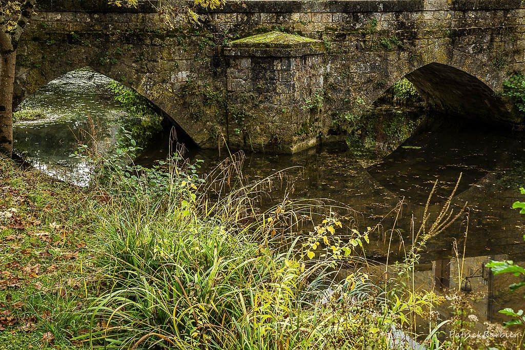 Le petit pont sur l'eau