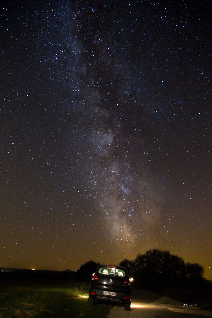 Voiture sous la voie Lactée