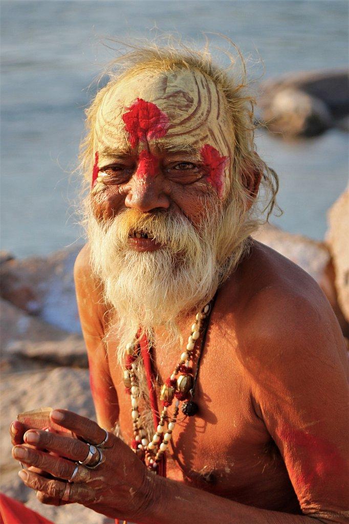 Sadhu au lever du jour