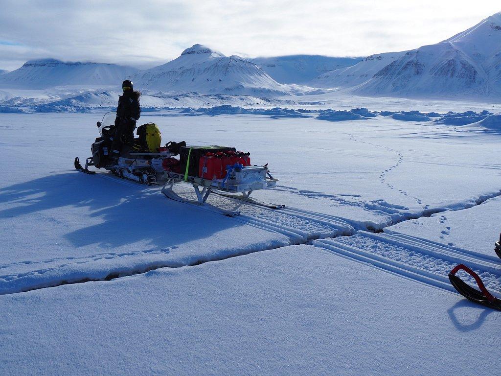Fissures sur la mer gelée